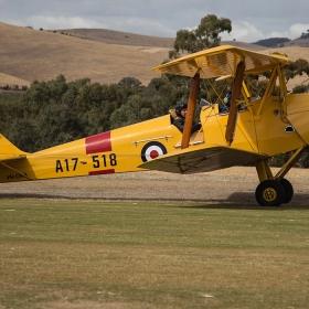 tiger-moth-barossa-airshow-rowland-flat-2017-01